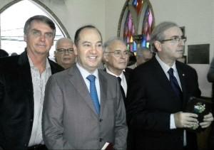 O Pastor Everaldo ladeado pelo corrupto Eduardo Cunha e pelo nazista Jair Bolsonaro